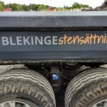 Fordonsreklam monterad på TEREX åt Blekinge Stensättning - Top Score Profil
